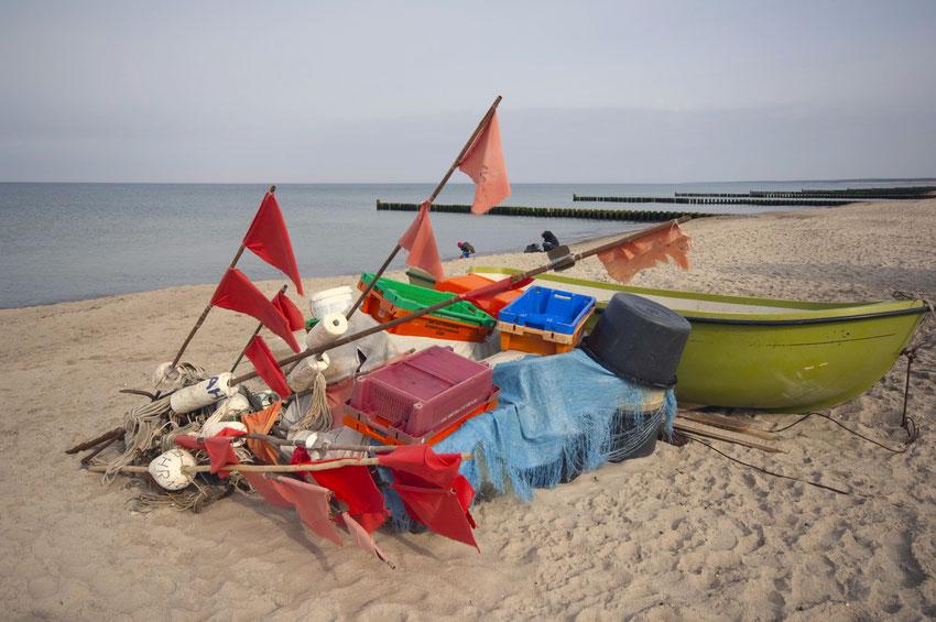 Fischerboot am Strand von Ahrenhoop